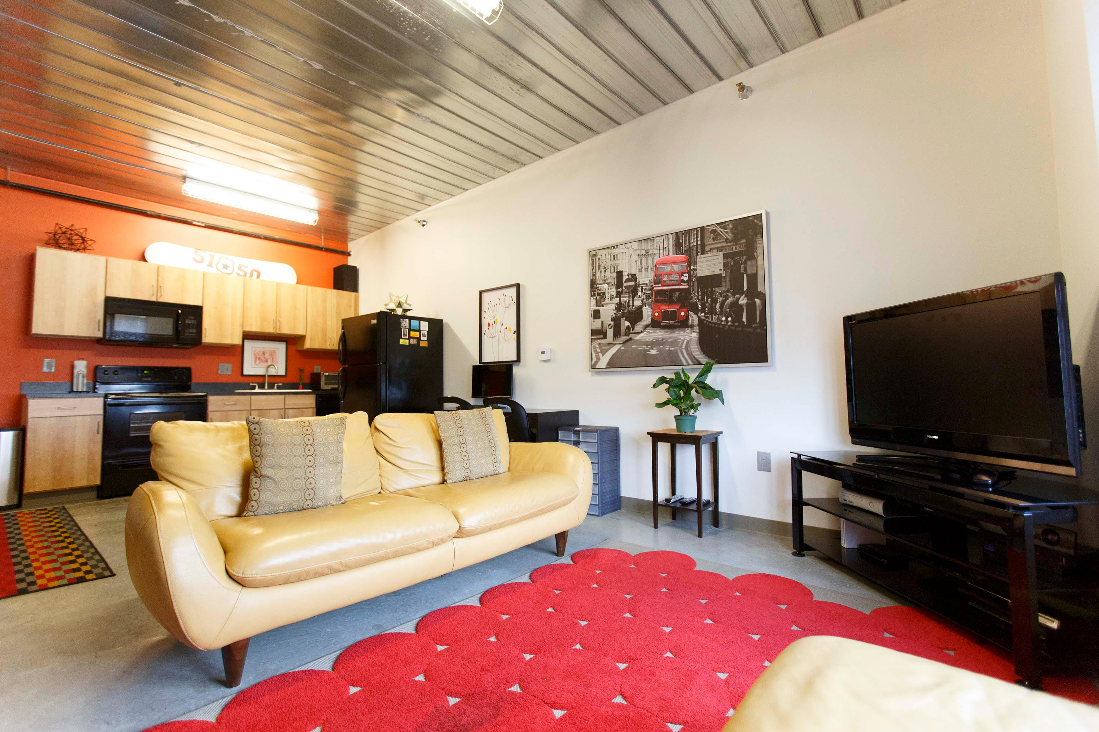 what is a living room 369 e 502 campus and commuter student 18197